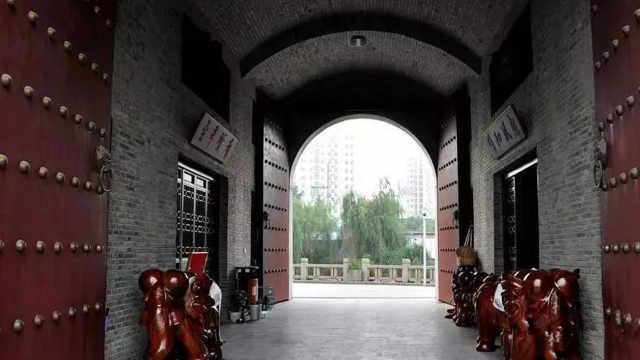 古代打仗时为什么城门一定往里开?