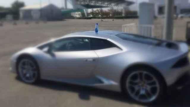 现在高校豪车不放水瓶
