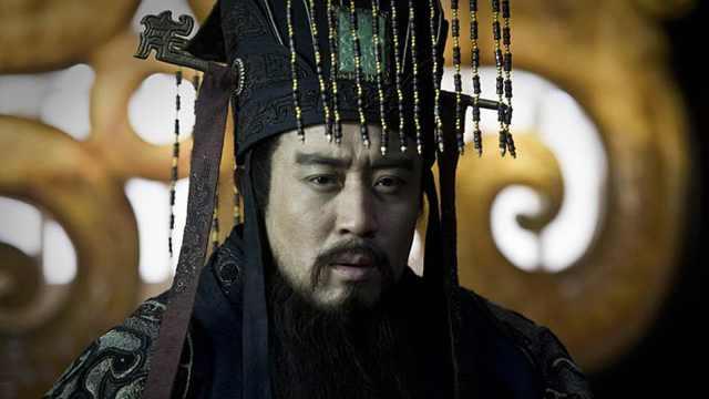 摔死母亲私生子后成为中国第一皇帝