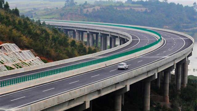 中国建超级高速公路,随便开