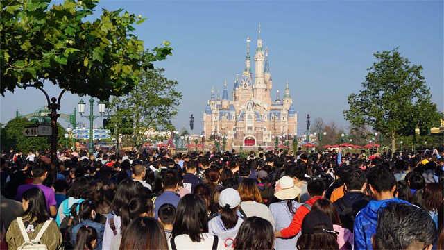 上海迪士尼VIP团额外付2.4万免排队