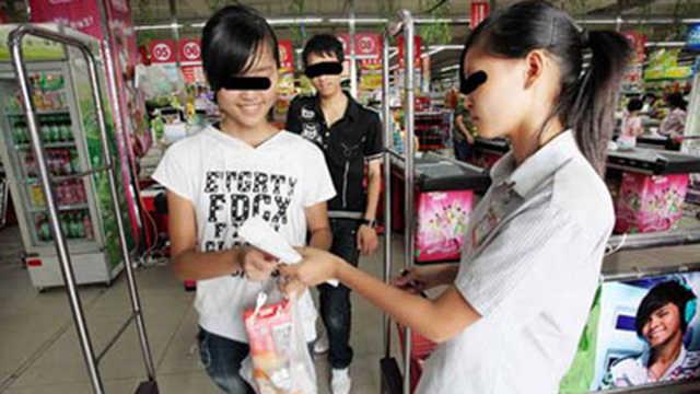 为什么超市出来,保安要检查小票?
