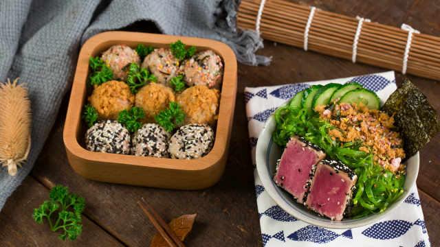 肉丝金枪鱼饭团,营养丰富口感赞!