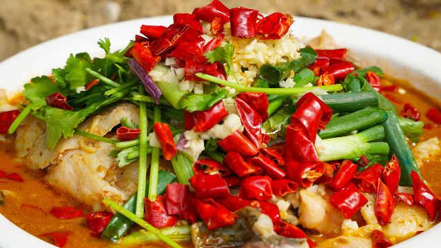 正宗特色水煮鱼,香辣嫩滑,好吃!