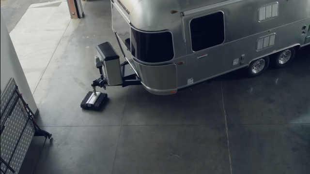 小小机器人可拖动自重百倍的重物