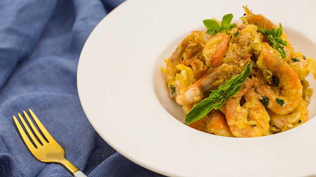 外脆里嫩、香咸可口的椒盐大虾