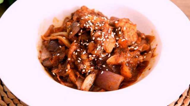惹味晚餐泡菜炒五花肉,开胃下饭
