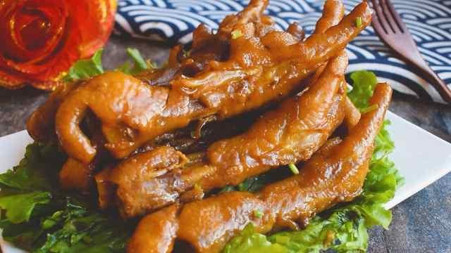 如何在家做出汁香肉糯的卤鸡爪!
