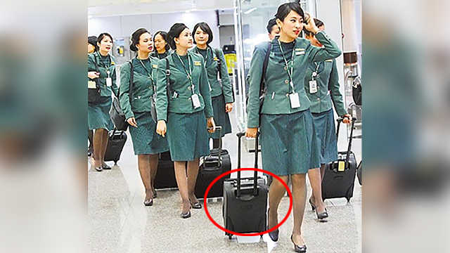 空姐上下飞机为什么要拉个箱子?