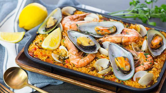 电热锅煮西班牙海鲜饭,省时又方便