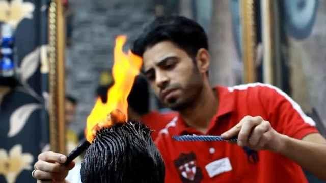 印度火烧头理发,当地人习以为常!