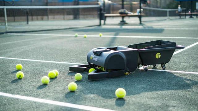 Tennibot机器人,专业捡球的机器人