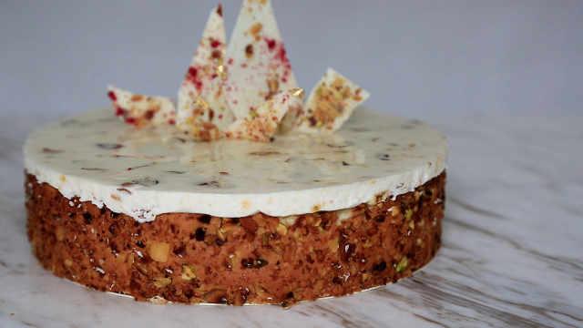 果仁慕斯蛋糕:简直是洋派伍仁月饼