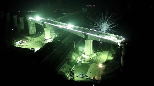 """90秒带你看9800吨桥梁""""空中合体"""""""