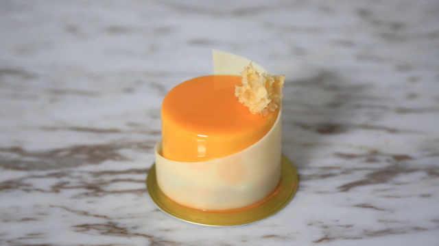 杏仁杏桃蛋糕,海绵宝宝来装饰