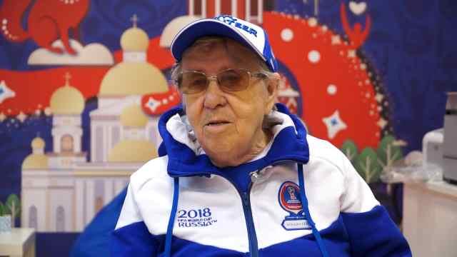 86岁老奶奶成世界杯最年长志愿者