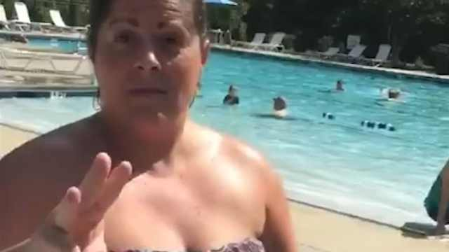 黑人少年泳池玩耍,遭美国女子驱赶