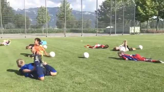 皮!少年足球队练习