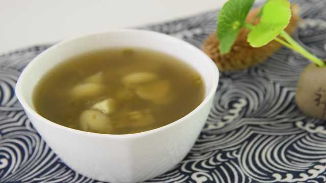 夏日必备的解暑佳品:绿豆百合汤