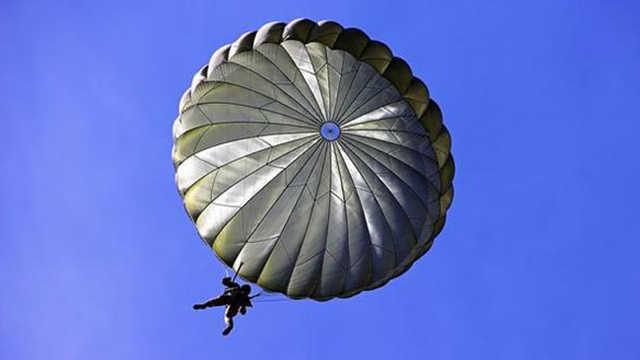 降落伞中间为什么要开一个洞?