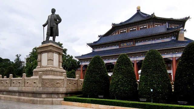 建在广州城市中轴线上的标志性建筑