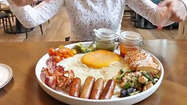 早餐吃鸵鸟蛋是什么体验?比鸡蛋香