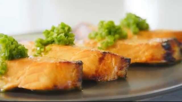 烹制完美三文鱼?大厨教你这样做