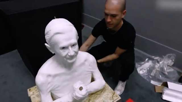 他给石头生命,做出的雕像眼如活人