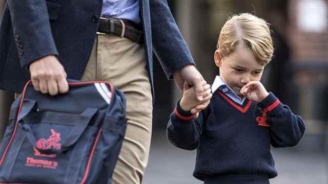 乔治王子上学:全程委屈脸太可爱!