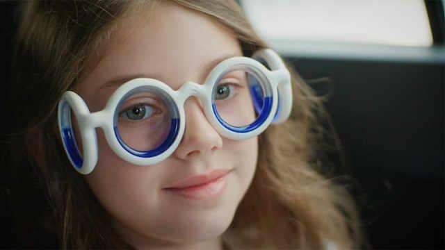 晕车党的福音:戴上这眼镜缓解晕车