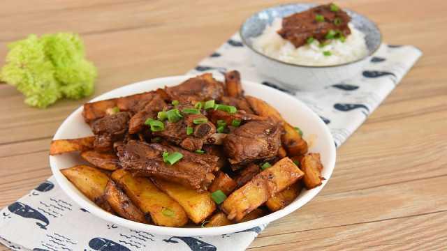 川味土豆排骨,排骨这么做非常好吃