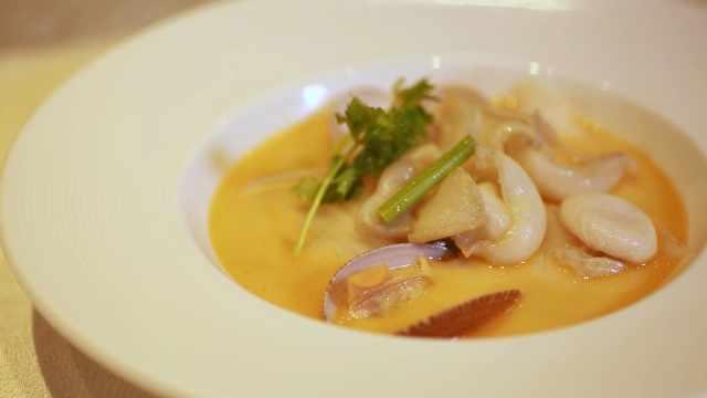 不远万里飞来香港,只为这道海鲜汤
