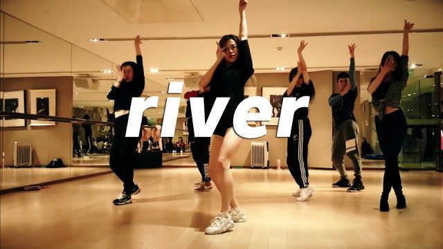 美丽小姐姐在线热舞《river》翻跳