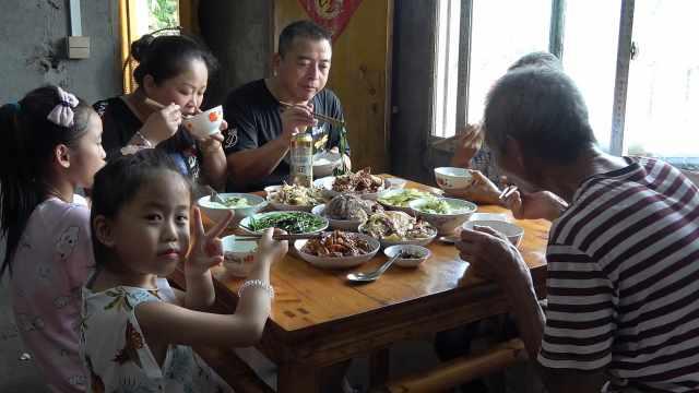 老爸做了一桌菜,农村人很好客