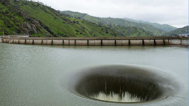 假如把地球挖穿,海水都流去哪儿?