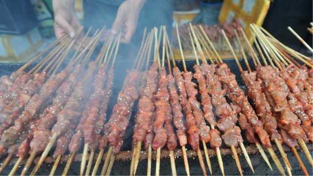 吃一根羊肉串真的等于吸50支烟吗?