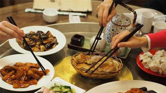 中国人从什么时候开始用筷子吃饭?
