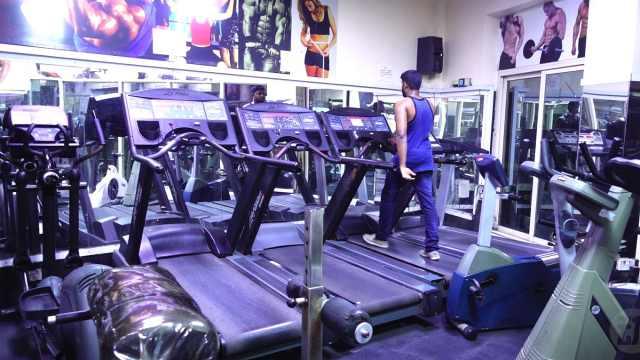在迪拜见朋友,看看迪拜健身房