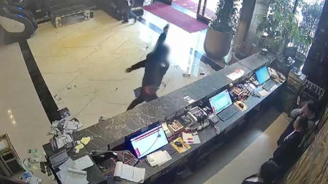 男子怒砸酒店,民警:偷情被老婆发现
