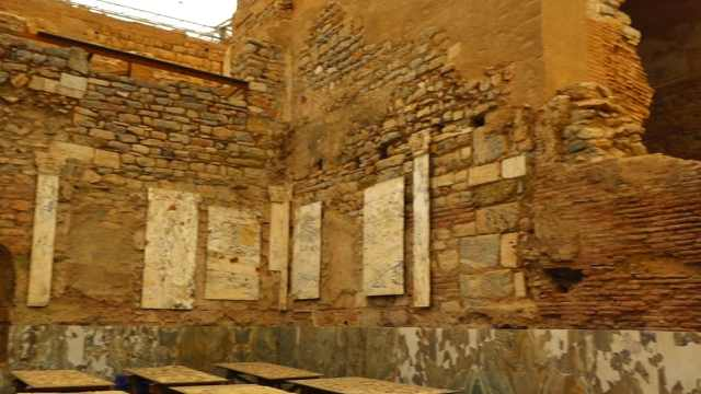 走进以佛所古城,看古老壁画与古迹