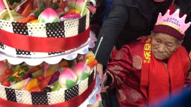西安老人百岁生日宴五世同堂