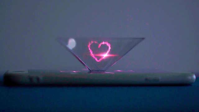 一个矿泉水瓶如何做3D全息投影?