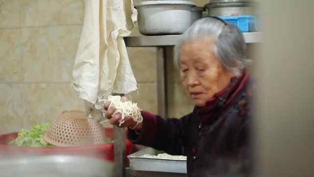 奶奶继承丈夫面馆,养活三代人