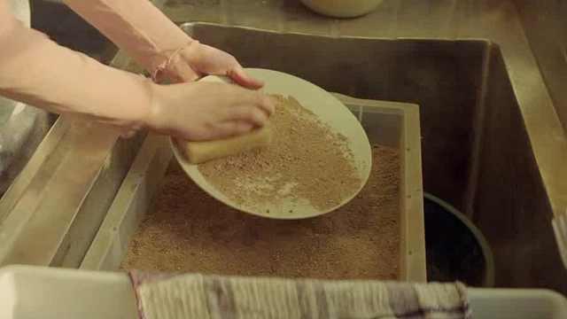水比金子还贵,洗碗只能用沙子