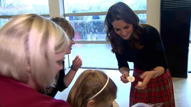 凯特当众表白威廉王子,亲手做糖果