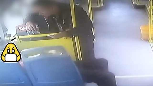 乘客突发癫痫晕倒,司机守护40分钟