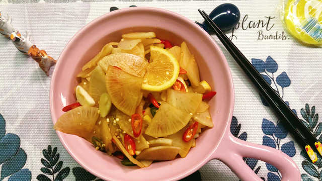 开胃凉拌萝卜,脆辣酸爽增加食欲!