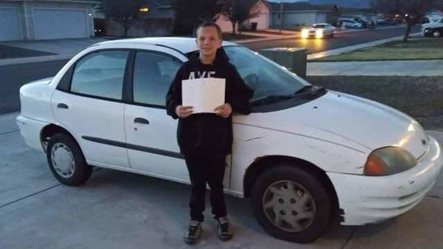 暖心!13岁男孩卖游戏机给妈妈买车