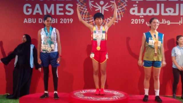 16岁女孩参加世界特奥会,勇夺2金