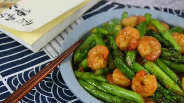 芦笋炒虾仁,菜和肉都有了